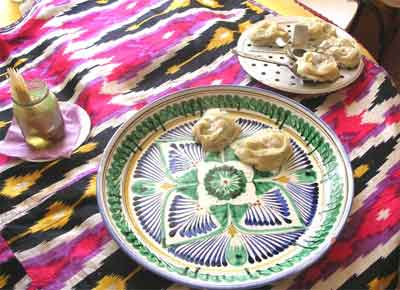 рис.11 Выкладываем готовые манты и смазываем маслом
